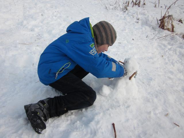 Маленький снеговичок - почти ювелирная работа!